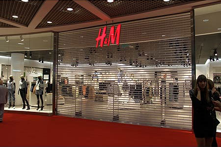 HK_TST_Canton_Road_H&M_clothing_shop_sign_Aug-2012.JPG