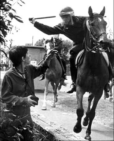 British policeman attacks woman during miners' strike, Orgreave